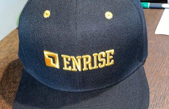 cap met geborduurd logo in bedrijfskleur